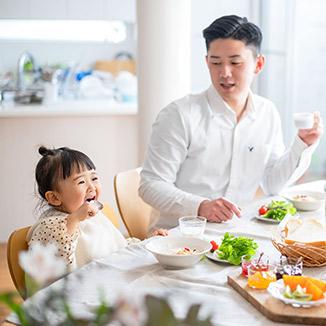 イメージ:当社の強み1~家族との時間を大切にできる勤務形態~